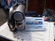 Видеокамеру Самсунг