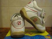 Продам новые детские кроссовки из натуральной кожи