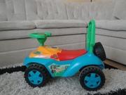 Детский автомобиль каталка