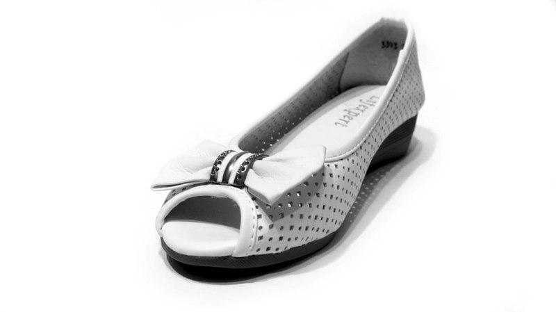 Белые туфли летние