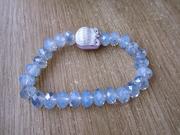 браслет с красивыми голубыми камнями и совой.