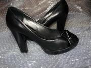 Стильные женские туфли на каблуке с открытым носком черного цвета