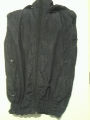 спортивная безрукавка черного цвета 48 размер