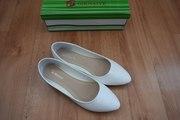 Продам,  новые белые балетки