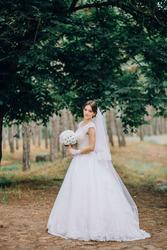 Свадебное платье. Дизайнерское . Новое состояние