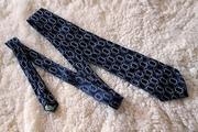 Стильный темный галстук